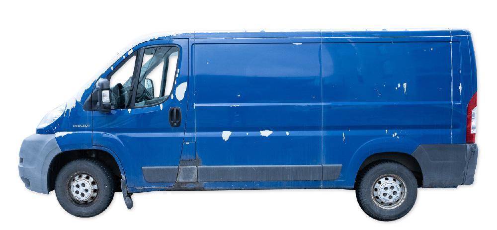Pakunvuokraus.fi:n sininen Peugeot Boxer